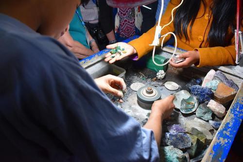 Making jewelry in Pisac