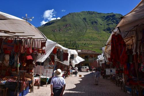 Wandering the Pisac market