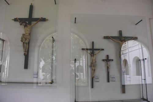 Santo Domingo crosses