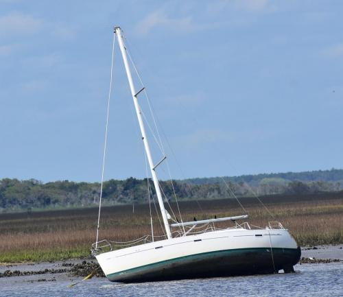 Decent looking sailboat washed up